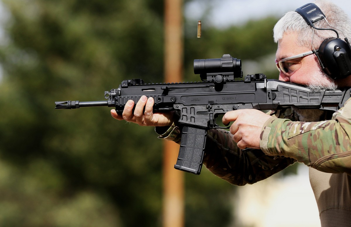 Česká puška CZ BREN 2 pro maďarskou armádu | ArmadniNoviny cz