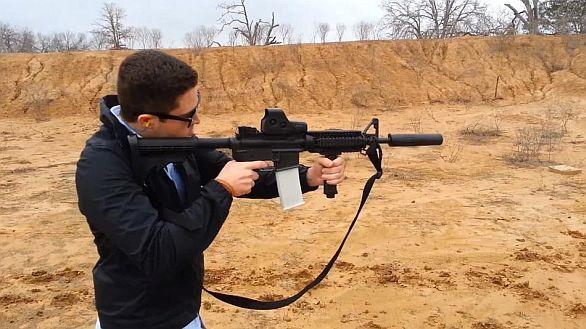 Foto: Pomocí 3D tisku není problém zhotovit prakticky jakoukoliv součástku pušky / YouTube