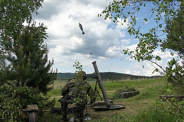 Foto: Střelba ze 120mm minometu vz. 82. / 42. mpr