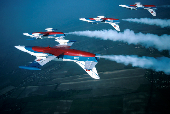 Akrobatická skupina Biele Albatrosy na letounech L-39 (Wikipedia, Marián Koňár)