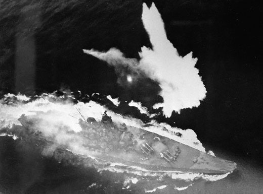Foto: Útok na japonskou loď Jamoto. / Volné dílo