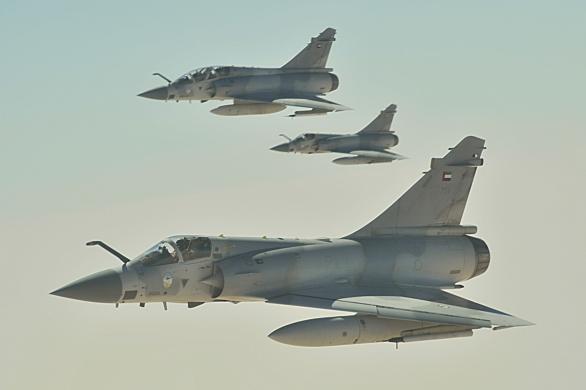 Foto: Trojice Mirage 2000 Spojených arabských emirátů; větší foto / Public domain