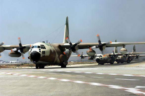 Foto: Výsadkáře na místo dopravily letouny C-130 Hercules. / IAF