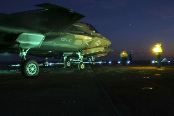 Foto: Stíhačky F-35B Lightning II americké námořní pěchoty na lodi USS WASP; větší foto / U.S. Marine Corps
