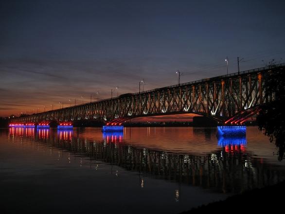 Foto: Slavný příhradový most přes řeku Vislu ve městě Toruň. / Rommullus, GFDL