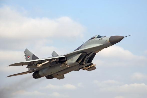 Foto: Srbský MiG-29 se střelami vzduch-vzduch krátkého dosahu R-60; větší foto / Krasimir Grozev ;CC BY-SA 3.0