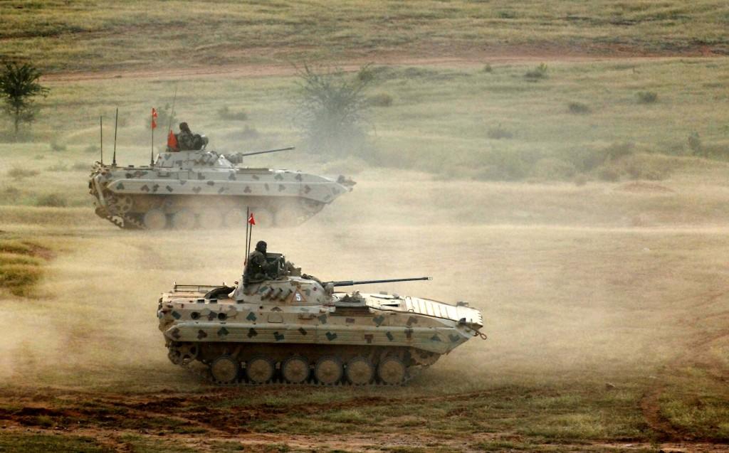 Foto: Indická bojová vozidla pěchoty BMP-2. / Wiki Commons/Fred W.