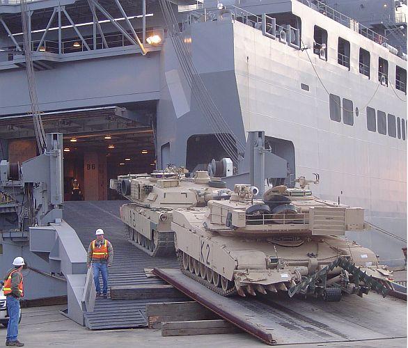 M1A2 Abrams na nákladní lodi