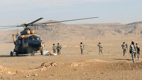 Foto: Afghánští vojáci nastupují do Mi-17. / US Army