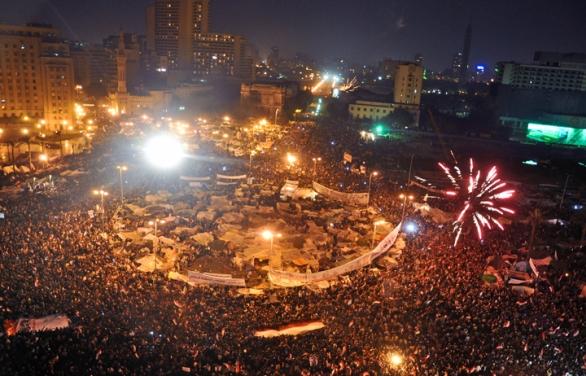 Foto: Dav oslavuje odstoupení prezidenta Husního Múbaraka v roce 2011. / Jonathan Rashad; CC BY 2.0