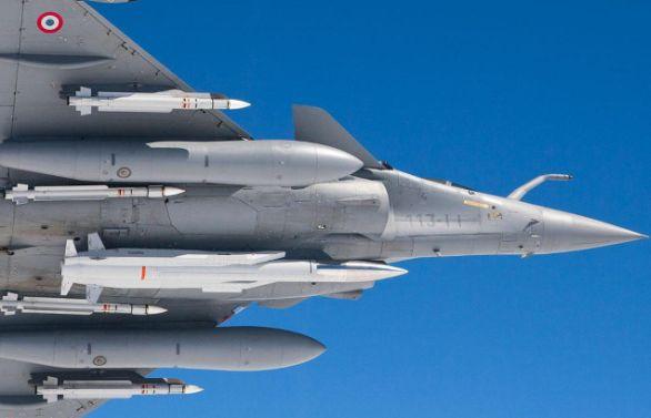 Foto: Stíhačka Dassault Radale s jadernou střelou ASMP-A. /Armée de l'Air