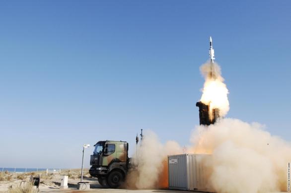 Foto: Aster 30 Block 1 při odpalu ze SAMP/T; větší foto / MBDA