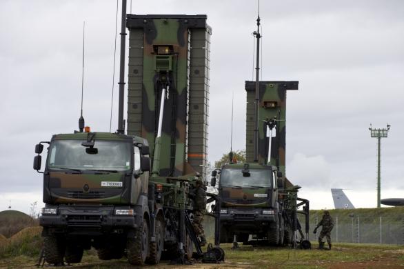 Foto: Mobilní odpalovací zařízení TEL (Transporter Erector Launcher); větší foto / MBDA