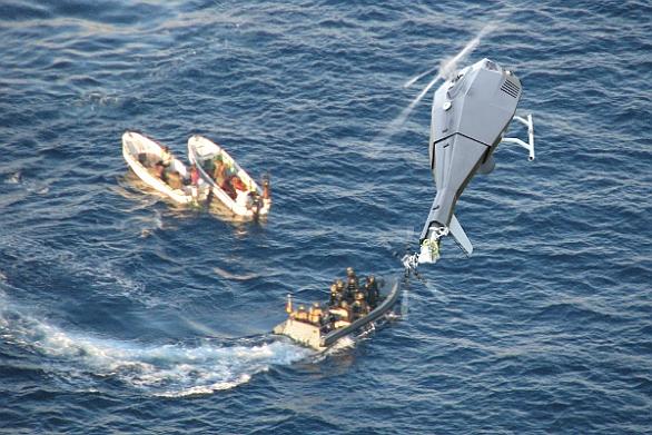Foto: Typickým příkladem použití bezpilotního vrtulníku TANAN jsou operace proti pirátům. /  Airbus Defense & Space