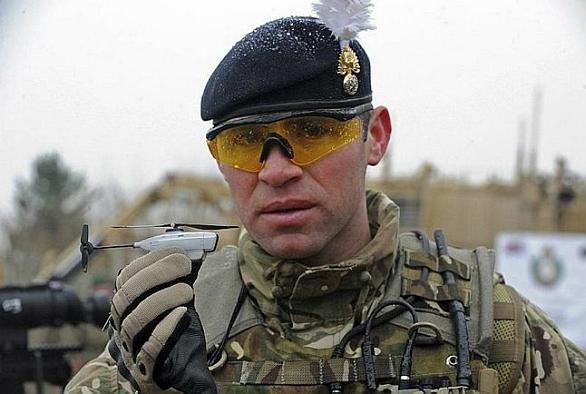 Foto: Black Hornet s úspěchem nasadila britská armáda v Afghánistánu. /