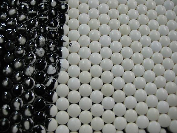 Foto: Bloky keramiky – základ pancíře LIBA / TenCate