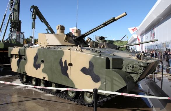 Foto: BMP-3 Dragun na výstavě Armija 2016 s věží s kanónem ráže 100 mm a spřaženým automatickým kanónem ráže 30 mm; větší foto / Vitaly V. Kuzmin; CC BY-SA 4.0