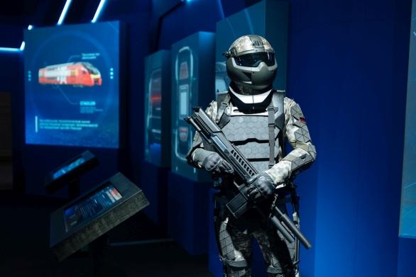 Foto: Rostech má na starosti výzkum a vývoj v řadě vojenských oblastí. Na obrázku vize ruského bojovníka budoucnosti; větší foto / Rostech