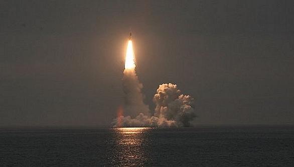Foto: Odpal střely RSM-56 Bulava  při testech v roce 2012. / Ruské námořnictvo