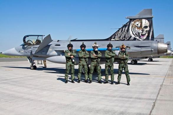 Foto: Členové tygří letky. / 27. zTL