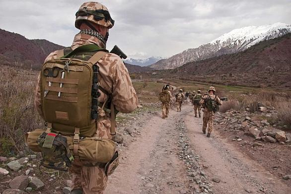 cesti_vojaci_patrola