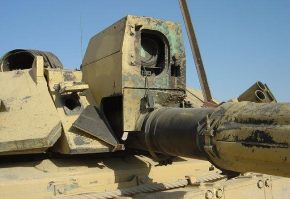 Foto: Zničený hlavní zaměřovač tank Challenger 2. / MOD UK