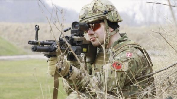 Foto: Dánský voják s kulometem M60E6. / Dánské obranné síly