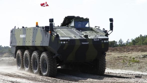 Foto: Piranha V při testování v Dánsko v roce 2013. / Lars Bøgh Vinther