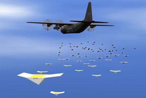 Foto: Desítky nebo spíše stovky mini-dronu dokáží zahltit radary protivníka nebo zajistit průzkum zájmové oblasti. Zničení všech mini-dronu klasickými prostředky je krajně obtížné. / US. Air Force