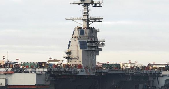 Foto: Detail antén DBR radaru. / Newport News Shipbuilding