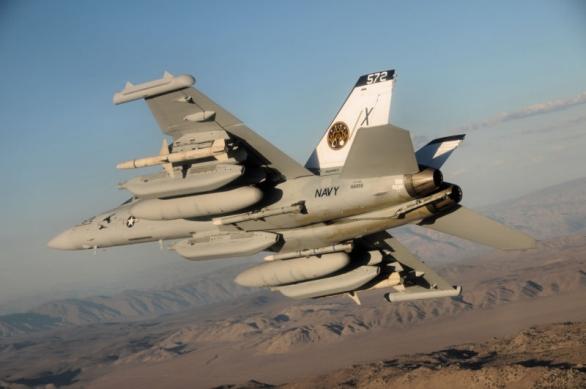 Foto: EA-18G Glower je hlavním vzdušným nástrojem elektronického boje amerického námořnictva. / Public Domain