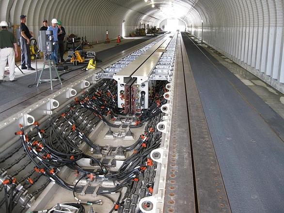 Foto: elektromagnetický katapultt EMALS. / General Atomics
