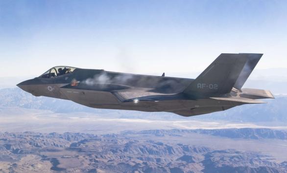 Foto: F-35A při leteckém testu rotačního kanónu GAU-22/A; větší foto / Lockheed Martin