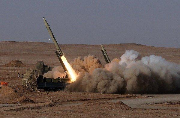 Foto: Odpal íránské balistické střely Fateh 313 s údajným doletem 500 km; ilustrační foto / Mehr News Agency