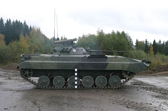 Foto: Finské BVP-2 se s protitankovou střelu / Finnis Army