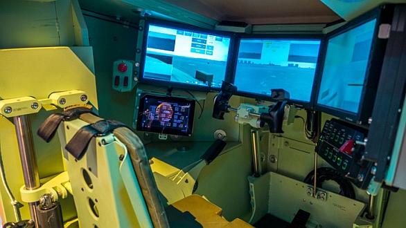 Foto: Optimalizace lidského výkonu. BAE Systems na výstavě AUSA 2014 představil kokpit vozidla ctící požadavky koncepce Force 2025. / Defense-Update, Foto: Noam Eshel
