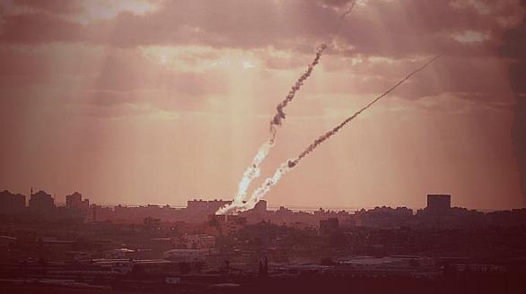 Foto: Rakety odpálené z pásma Gazy. / Israel Defense Forces