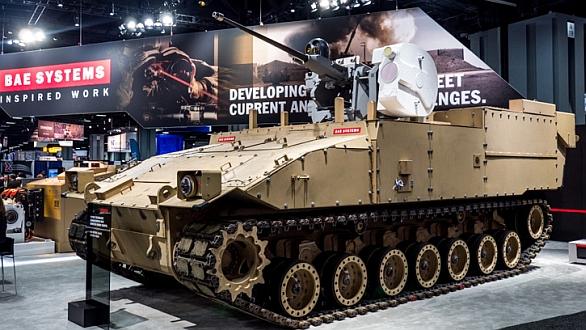 Foto: Prototyp vozidla GCV od BAE Systems s bezosádkovou věží na proběhlé výstavě AUSA 2014. Program GCV skončil. BAE Systems ale ve vývoji vozidla pokračuje za vlastní náklady a nevzdává se šance na dodávky vozidel do armády. Její šancí může bát jak program FFV, tak i nová koncepce americká armády Force 2025. / BAE Systems