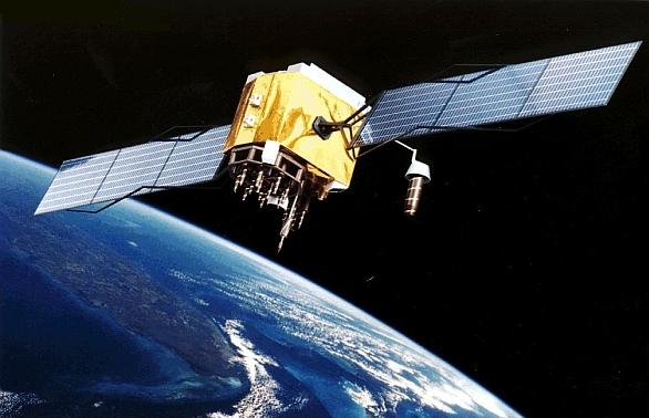 Foto: Američtí vojáci pro určování polohy využívají především satelitní navigaci. Ta je ale snadno rušitelná velmi levnými přístroji. Nová generace satelitů má přinést změnu. / Volné dílo