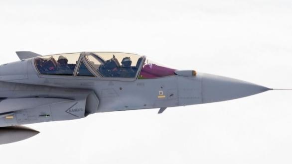 Foto: Gripen NG se senzorem Skyward-G. / Saab