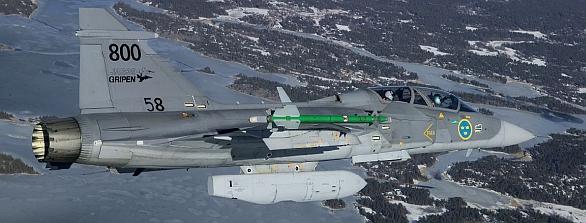 Foto: Gripen z průzkumným kontejnerem MPRS. / Saab