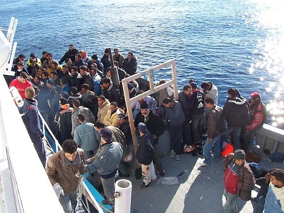 Foto: Imigranti ze severní Afriky zadrženi o břehů Sicílie. /  Vito Manzari, CC BY 2.0