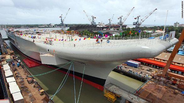 Foto: Rozestavěná letadlová loď INS Vikrant, zatím bez horní nadstavby. / Indian Navy