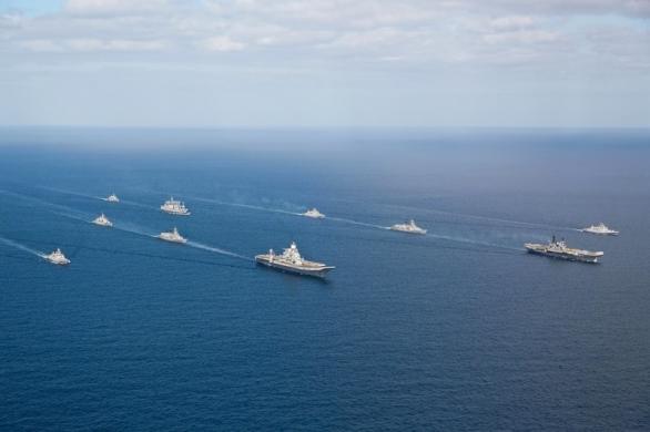 Foto: Skupina indických lodí s  INS Vikramaditya v čele při plavbě z Ruska. / Indické námořnictvo