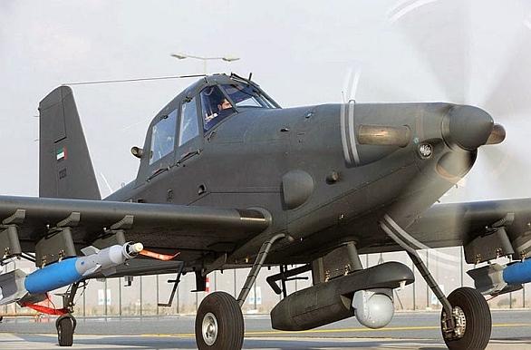 Foto: Ait Tractor AT-802 je stroji Archangel velmi podobný, oba vycházeli z původního práškovacího letadla z 50. let minulého století konstruktéra Lelanda Snowa.  Všimněte si speciálního kontejneru s kulovém pouzdrem, radarem a datalinkem. / IOAMX