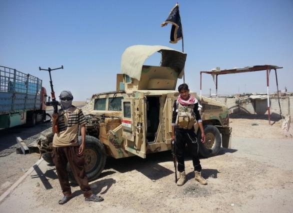 Foto: Humvee v rukou bojovníků ISIL. / AP