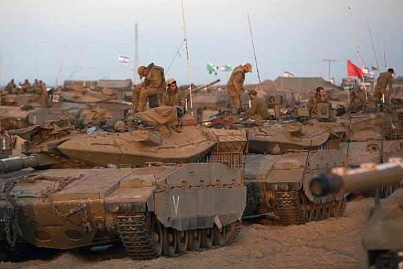 Foto: Izraelští vojáci se připravují vstoupit do pásma Gazy. / IDF