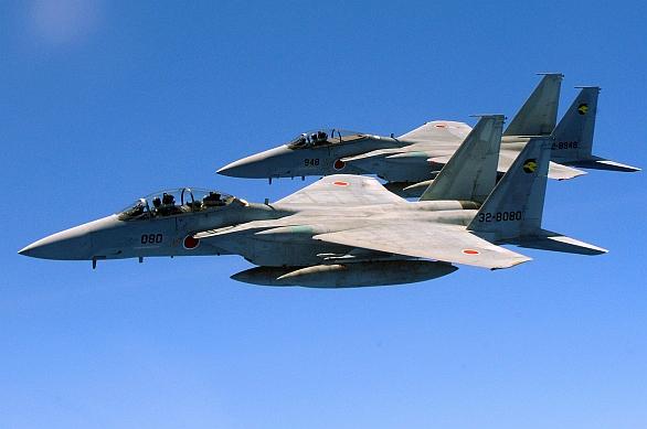 Foto: Japonské stíhačky F-15DJ (dvoumístná) a F-15J (jednomístná). / U.S. Air Force