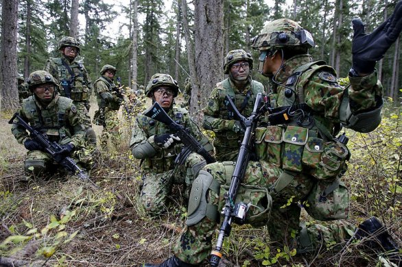 Japonští vojáci na cvičení