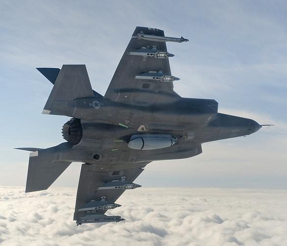 Foto: Stíhačky F-35B/C ponesou kanón GAU-22/A ve speciálním stealth pouzdru umístěným pod trupem letadla. / Lockheed Martin
